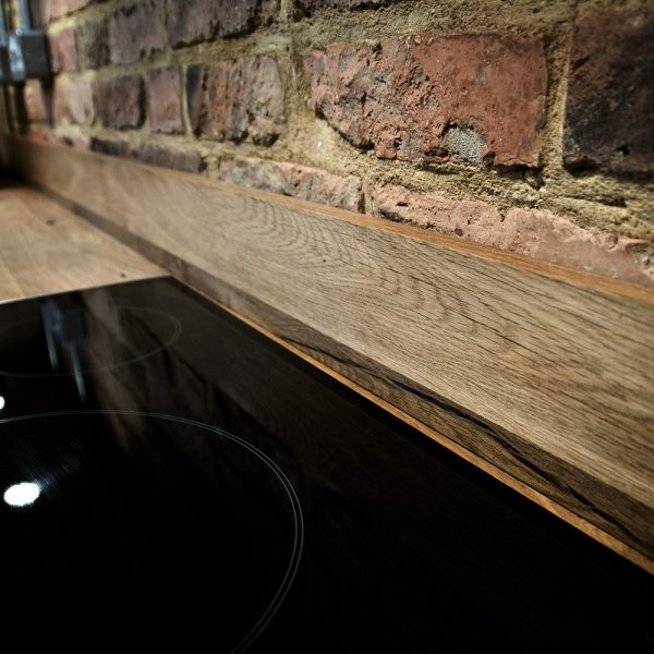 Beautiful bespoke rustic oak matching upstands with straight edges in modern contemporary kitchen