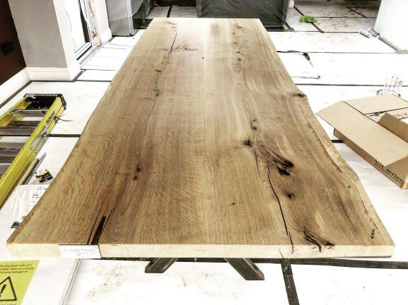 EARTHY TIMBER UK oak resin tables