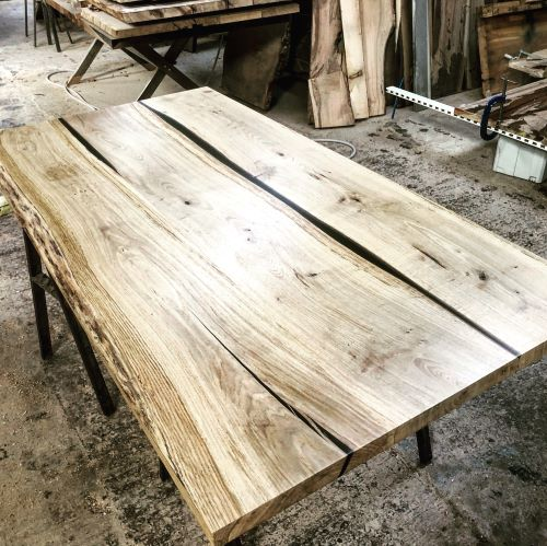 EARTHY TIMBER live edge oak kitchen island
